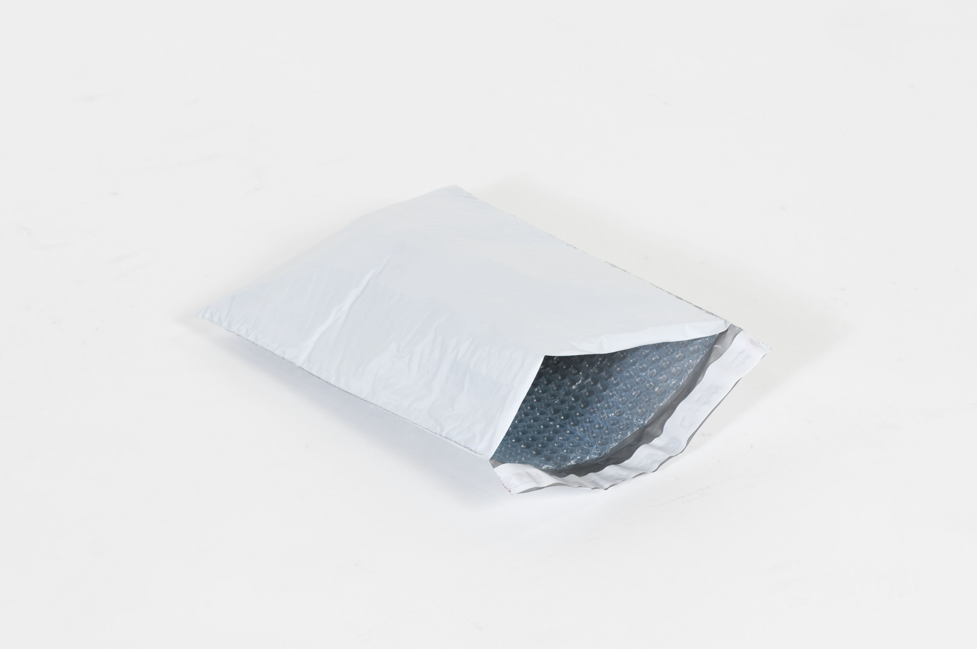 #4 – 9 1/2 X 14 1/2″ Bubble Self-Seal Lined Poly Mailer (100/case)